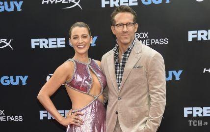 В откровенном платье и в объятиях мужа: Блейк Лайвли приехала с Райаном Рейнольдсом на премьеру фильма