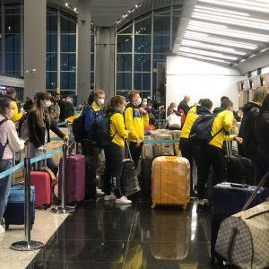 Евакуація через коронавірус: у МЗС назвали кількість українців, які повернулися з-за кордону