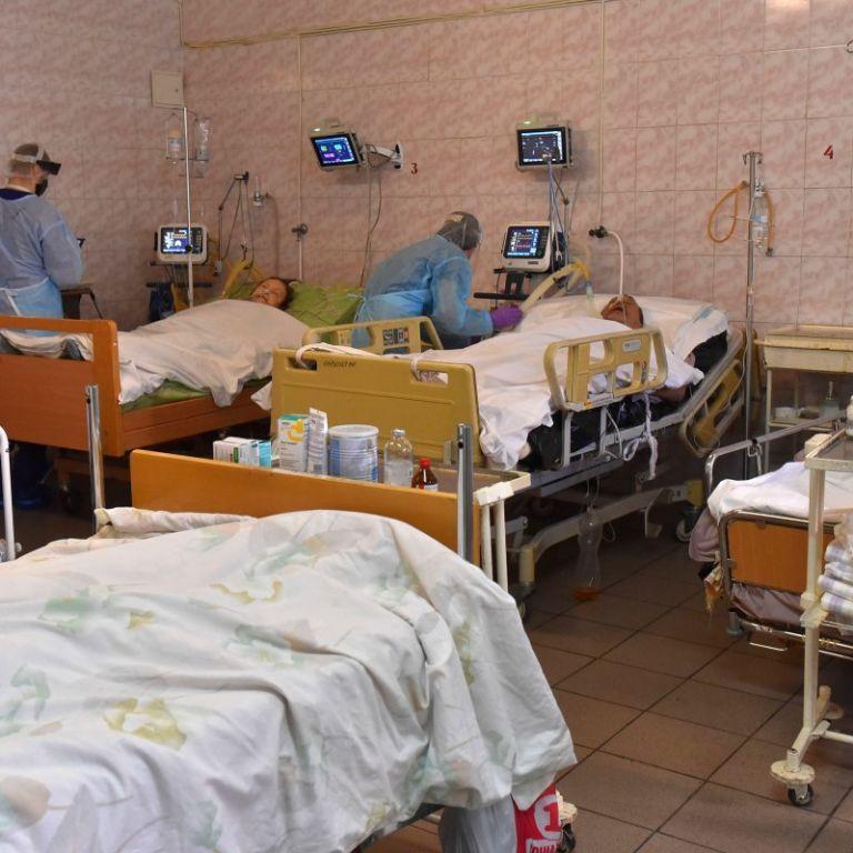 """Позволят ли украинцам ухаживать за больными COVID-19 родственниками в стационарах: все """"за"""" и """"против"""""""