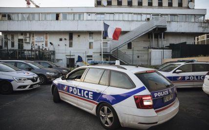 Влетів у терасу бару і перекинувся: уМережі показали відео з місця смертельної ДТП у Парижі