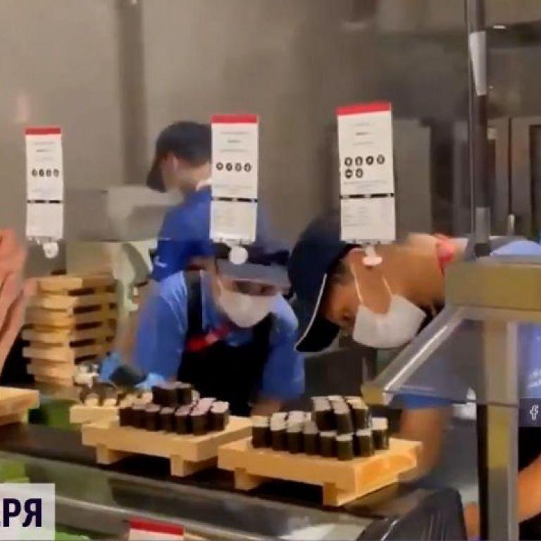 Суші - на вечерю: український бадмінтоніст показав, чим годують в Олімпійському селищі