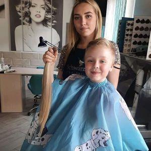 В Хмельницкой области второклассница отрезала свои длинные волосы, чтобы помочь онкобольной девочке