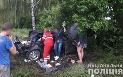 12-летний мальчик погиб в свой день рождения: в Киевской области авто с семьей врезалось в дерево (фото)