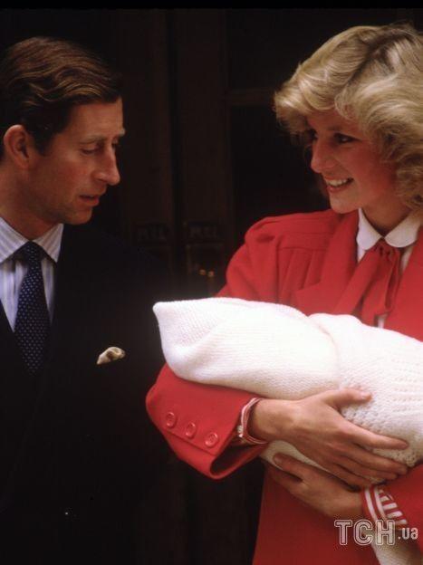 Принц Чарльз и принцесса Диана с принцем Гарри / © Getty Images