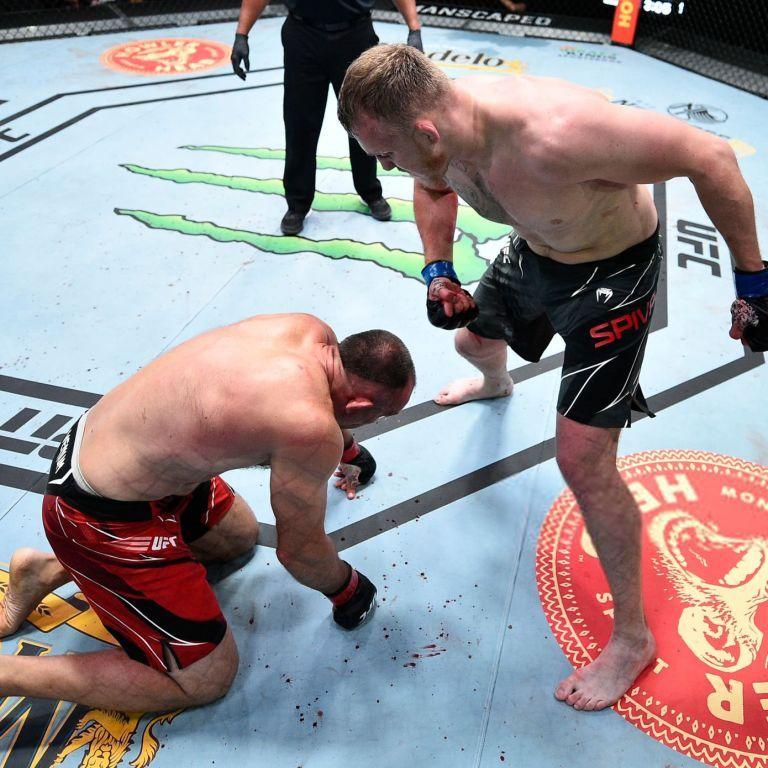 Росіянин, який відрікся від України, знову програв у UFC: не зміг впоратися з колишнім співвітчизником (відео)