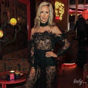 Светит грудью в прозрачном платье: британская аристократка леди Виктория Херви на Неделе моды в Лондоне