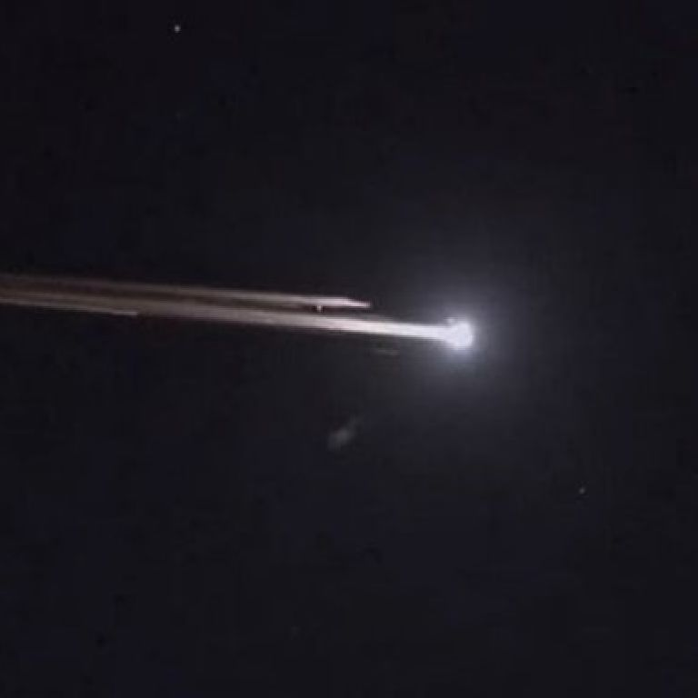В Сети появились видео падения на Землю гигантской неуправляемой китайской ракеты