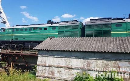 В Черновцах поезд сбил насмерть мужчину: его личность устанавливают