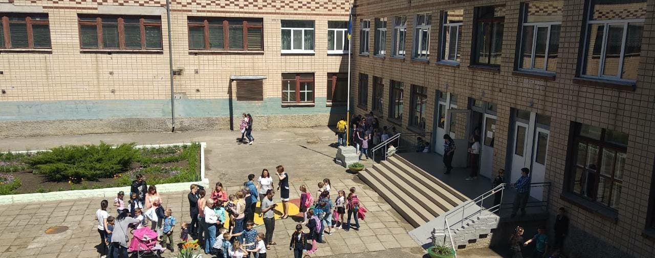 В Николаеве из-за распыления неизвестного вещества из школы эвакуировали сотни детей