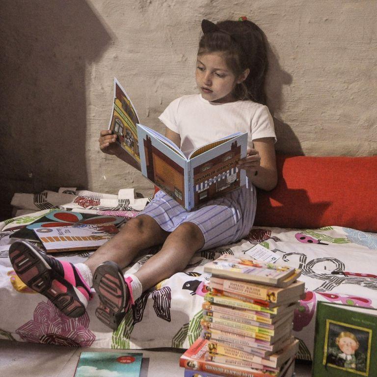 Комахи на всі 100% та Аліса в країні математики: що почитати школярам влітку