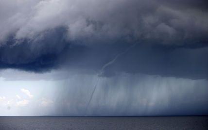 В Польше на балтийском побережье водяные смерчи напугали отдыхающих: видео