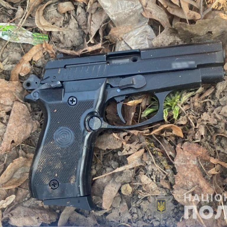 В Луцке мужчина устроил стрельбу прямо посреди улицы