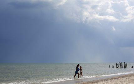 Саме пройшла берегом 7 км: на курорті в Лазурному шукали 10-річну дівчинку