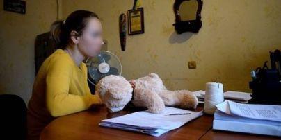 В Киеве мать-садистка почти до смерти избила 4-летнюю дочь ремнем