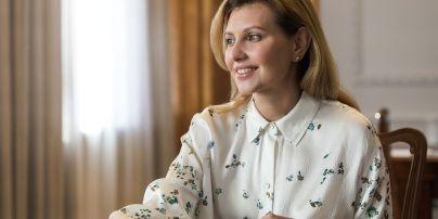 У смарагдовому жакеті і біля ялинки: усміхнена Олена Зеленська привітала українців з Новим роком