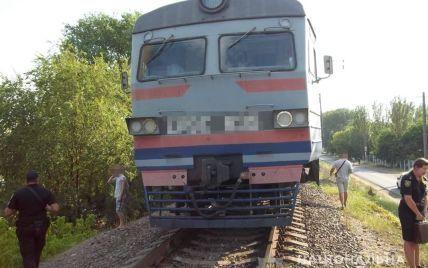 Ліг на колії: в Одеській області електричка розчавила чоловіка