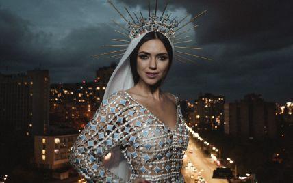 """Екс""""НЕАНГЕЛ"""" Вікторія Смеюха в обтислій сукні з короною на голові випустила дебютну пісню"""