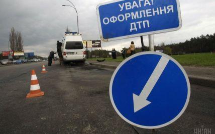 В Киеве женщина в нетрезвом состоянии протаранила на авто киоски с шаурмой