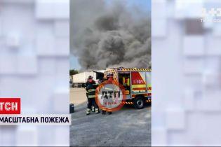 Новости Украины: в Киеве вспыхнул масштабный пожар на табачной фабрике