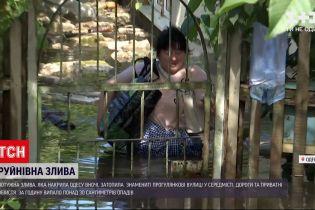 Погода в Украине: ночной армагеддон в Одессе - ливень смыл асфальт и затопил дома