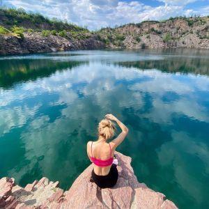 Екстрим зі швейцарськими пейзажами: як відпочити на Радоновому озері у Миколаївській області