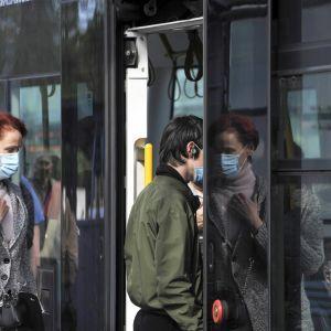 Лікар розповів, чому в Україні зменшилась кількість хворих коронавірусом та чи впливає на це погода