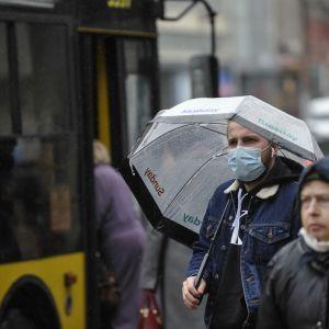"""В Киеве люди массово заражаются """"британским"""" штаммом коронавируса: в чем его опасность"""
