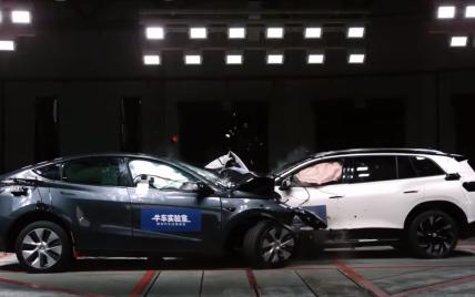 Tesla Model Y и Volkswagen ID.6 столкнулись в краш-тесте: как на них повлияла авария