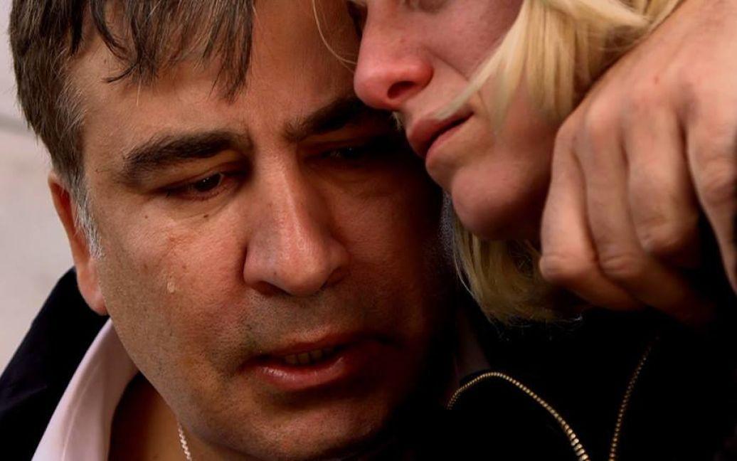 Саакашвили расплакался на прощании с погибшим доброволцем / © facebook.com/SaakashviliMikheil