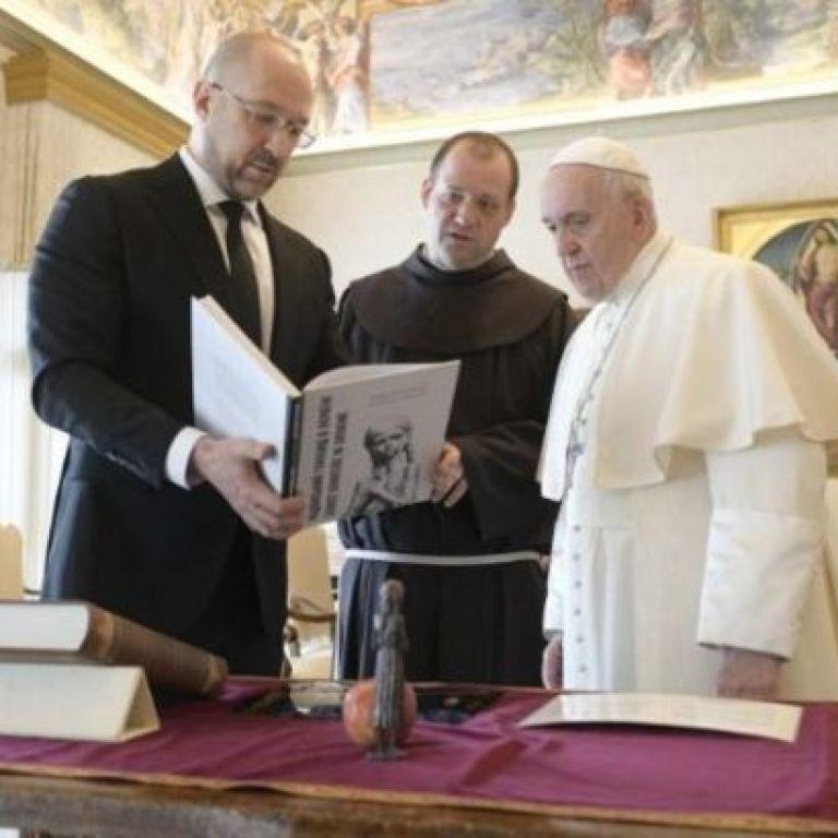 Шмигаль зустрівся з Папою Римським у Ватикані: про що говорили