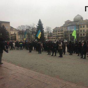 Перекрыли улицу и хотели ворваться в горсовет: в Одессе вспыхнул бунт из-за карантина (фото)