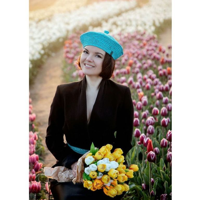 Маричка Падалко в берете очаровала яркими снимками с любимыми цветами