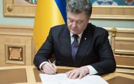 Порошенко посмертно наградил 280 бойцов АТО