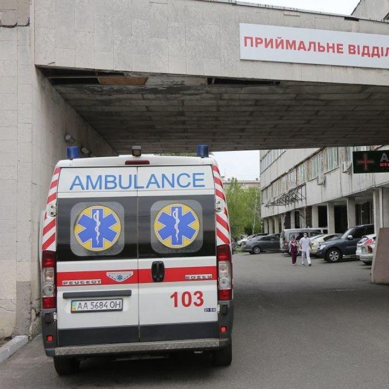В Бердичеве мужчина зарезал брата: раненый смог выйти на улицу
