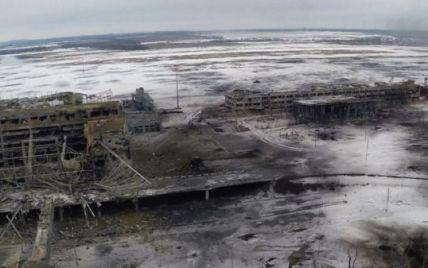 У районі аеропорту Донецька йде важкий бій, до летовища вирушає Турчинов