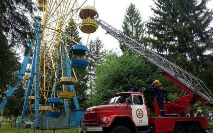 В Луцке остановилось колесо обозрения: спасателям пришлось снимать людей из ловушки (ОБНОВЛЕНО)
