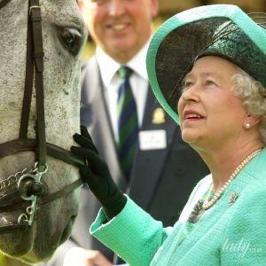 З дитинства їздить верхи: королева Єлизавета II на кінних прогулянках