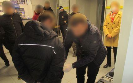 У Львівській області чоловік влаштував стрілянину в кафе і поранив відвідувача: фото
