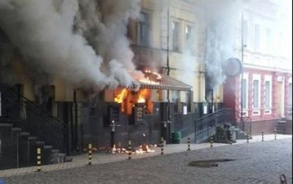 На Подолі палає відомий ресторан GastroRock