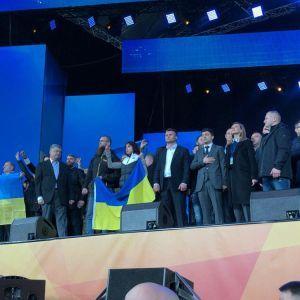 """Дебати на НСК """"Олімпійський"""" завершилися спільним виконанням Гімну України"""