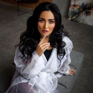 В кружевном белье и с цветами: сексуальная Анна Добрыднева позировала на постели