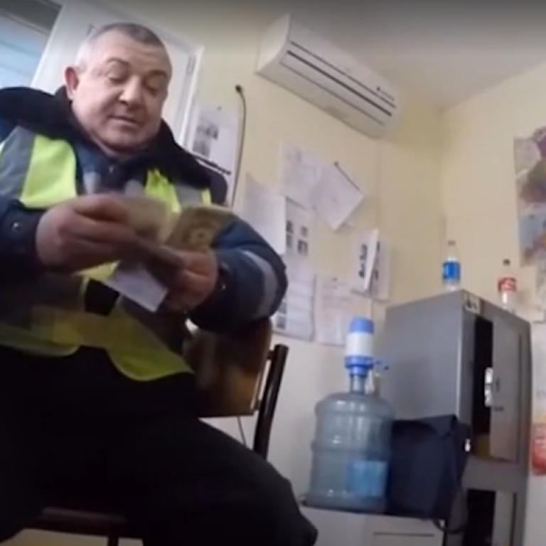 Харьковские полицейские попались на взятке