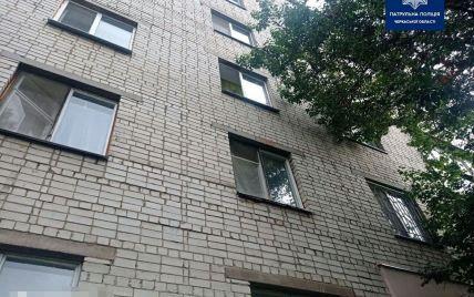 В Черновцах из окна многоэтажки выпал мужчина и разбился насмерть