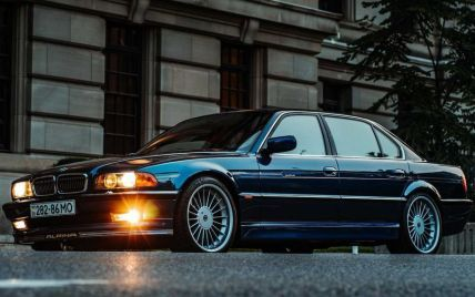 У Канаді продадуть рідкісну BMW на застарілих українських номерах