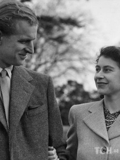 Принц ФіліппПрінц Філіп і королева Єлизавета II з детьміПрінц Філіп і королева Єлизавета II / © Associated Press