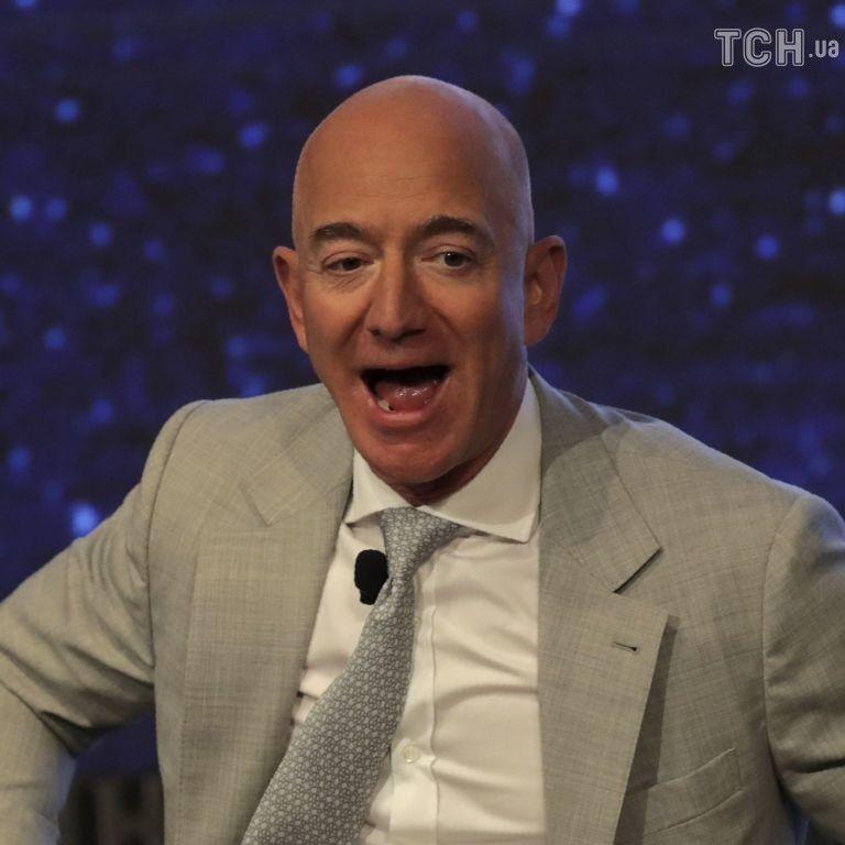 Квиток на політ в космос із засновником Amazon продали за 28 млн доларів: чи назвали ім'я туриста