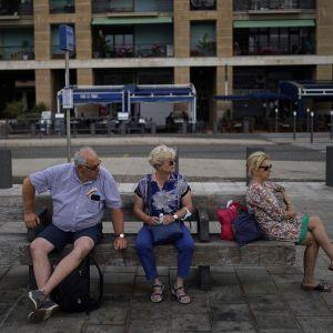 "МЗС радить українцям уникати поїздок до низки країн, де фіксують спалах агресивного штаму ""Дельта"": список"
