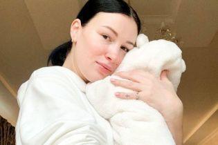 Настя Приходько без макияжа с патчами под глазами показала видео с крошечным сыном