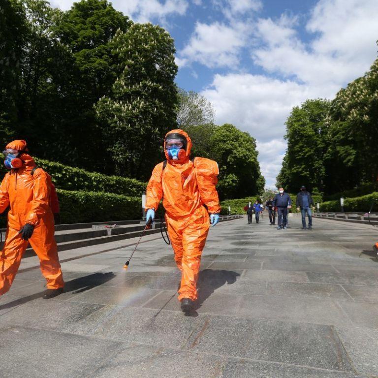 День Перемоги на карантині: Парк Вічної Слави у Києві дезінфікують кожні 30 хвилин