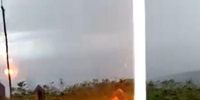 Бразилець відзняв на мобільний, як його компанію вражає блискавка